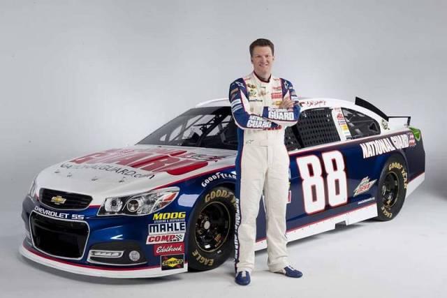 Дейл Эрнхардт-мл. и его новый Chevrolet SS, вариант с титульным спонсором National Guard, команда Hendrick Motorsports