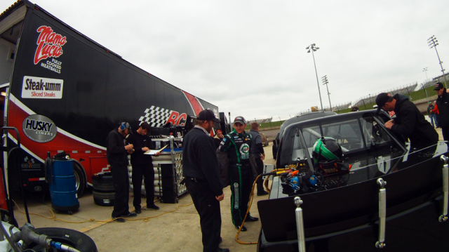 Остин Диллон во время тестов на трассе Eldora Speedway
